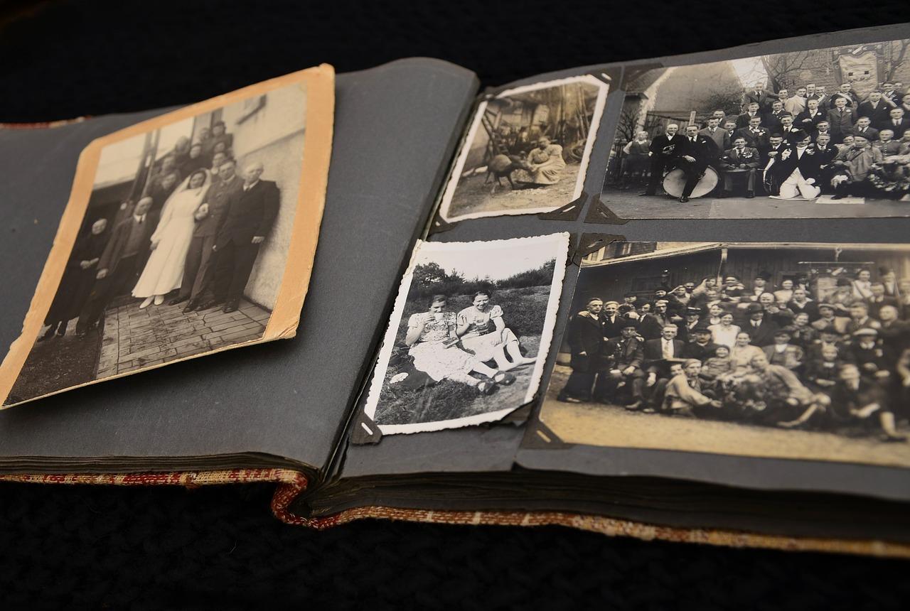 古い家族写真はデジタル化して保存する