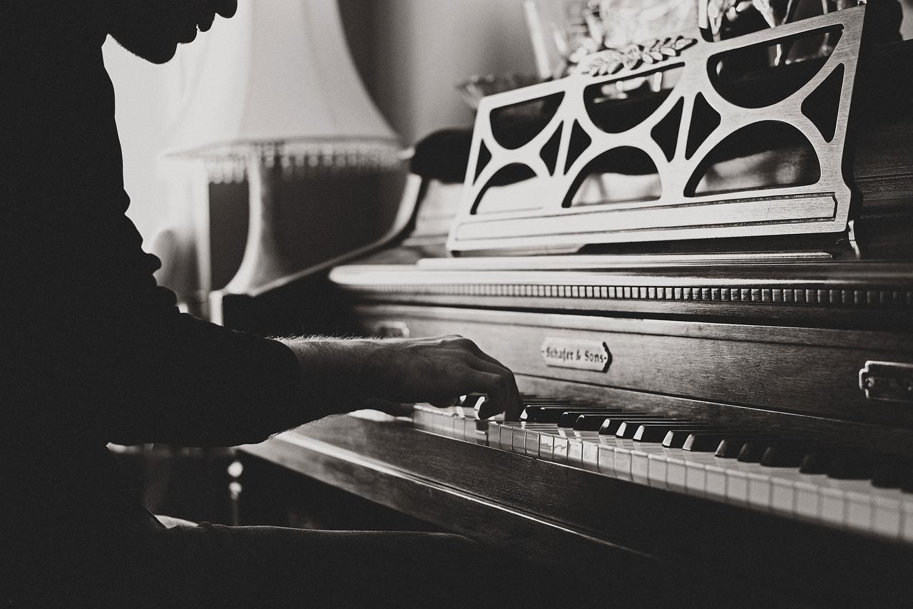 岡田准一の実家の住所は枚方のピアノ教室で、母親・姉・家族は?