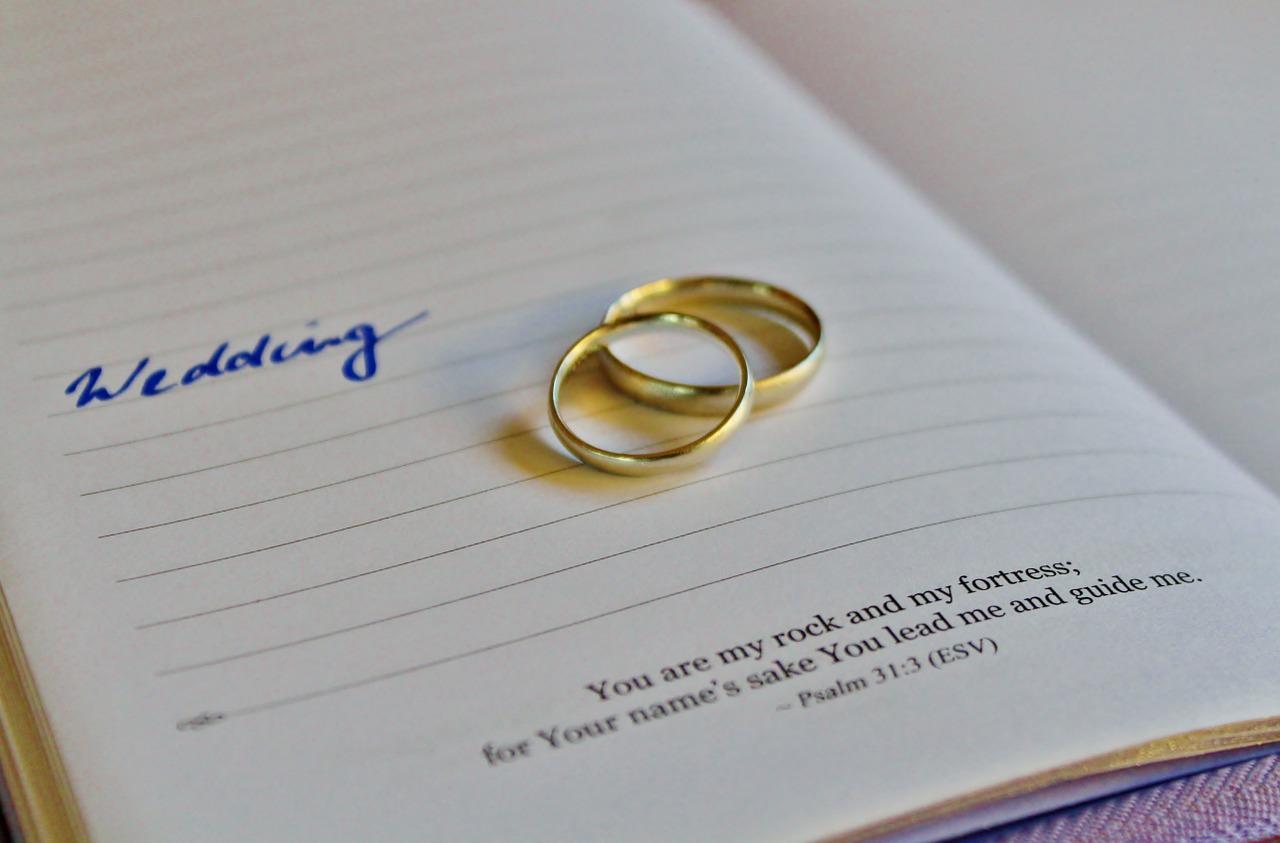 結婚、婚姻、入籍の意味と違いは?法律や事実婚との関係は?