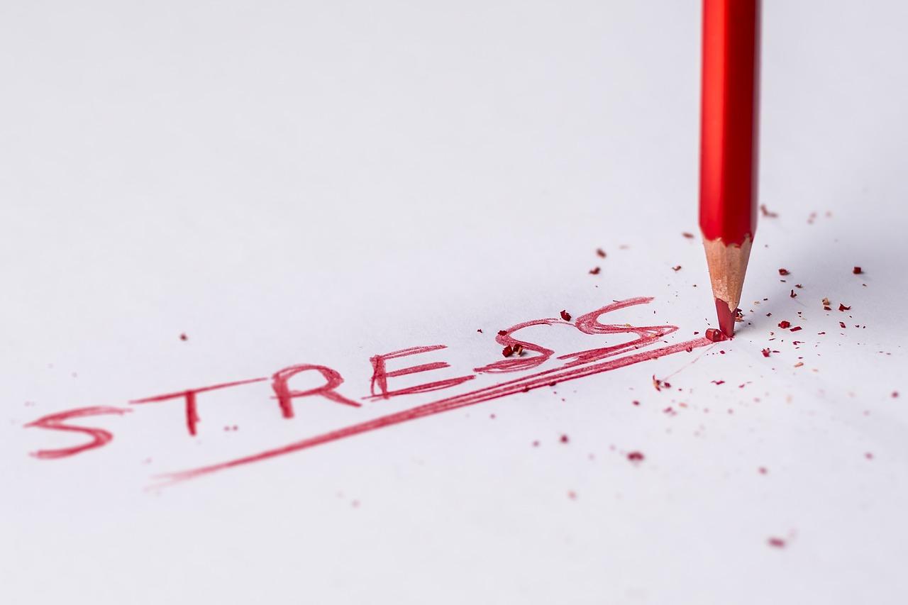 職場のストレスの原因は上司!吐き気やうつ、解消するには?